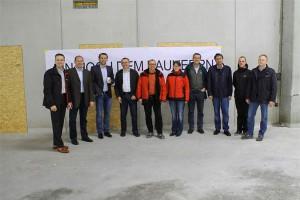 Ecoprojekt feiert Dachgleiche mit Autohaus Birngruber