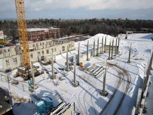Bau des Erdspeicher im Winter